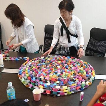 川崎折り紙を使った色わっかつなぎが人をつなぎ、思いをつなぐカワサキでの七夕の一大イベントに。